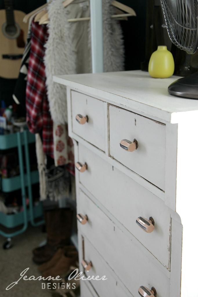 Amazing Teen Girl's Bedroom Makeover 14