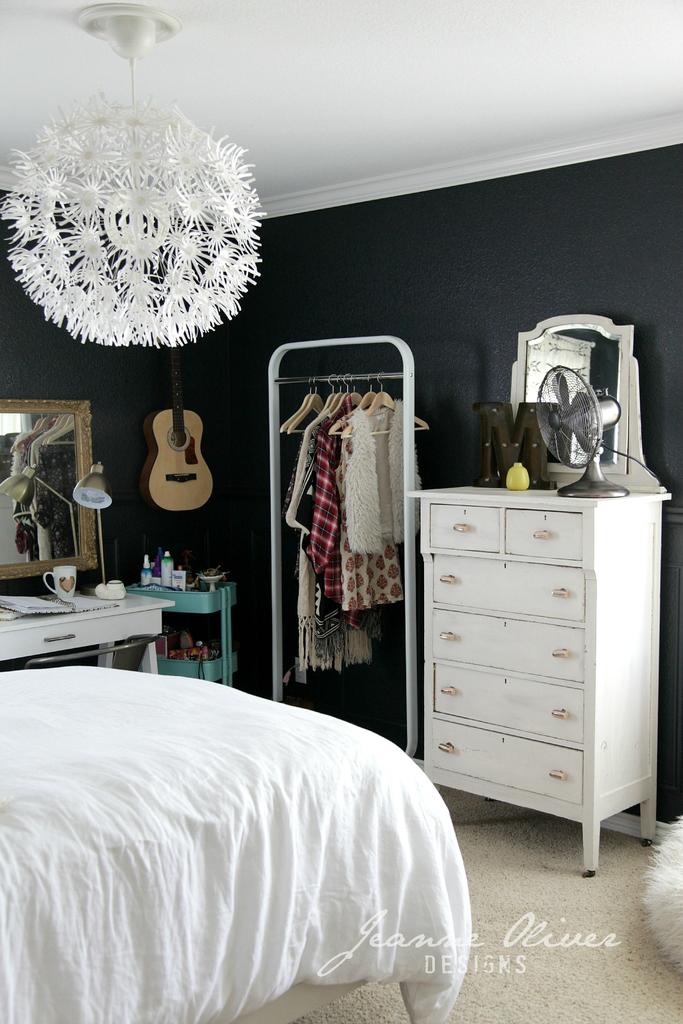 Amazing Teen Girl's Bedroom Makeover 9
