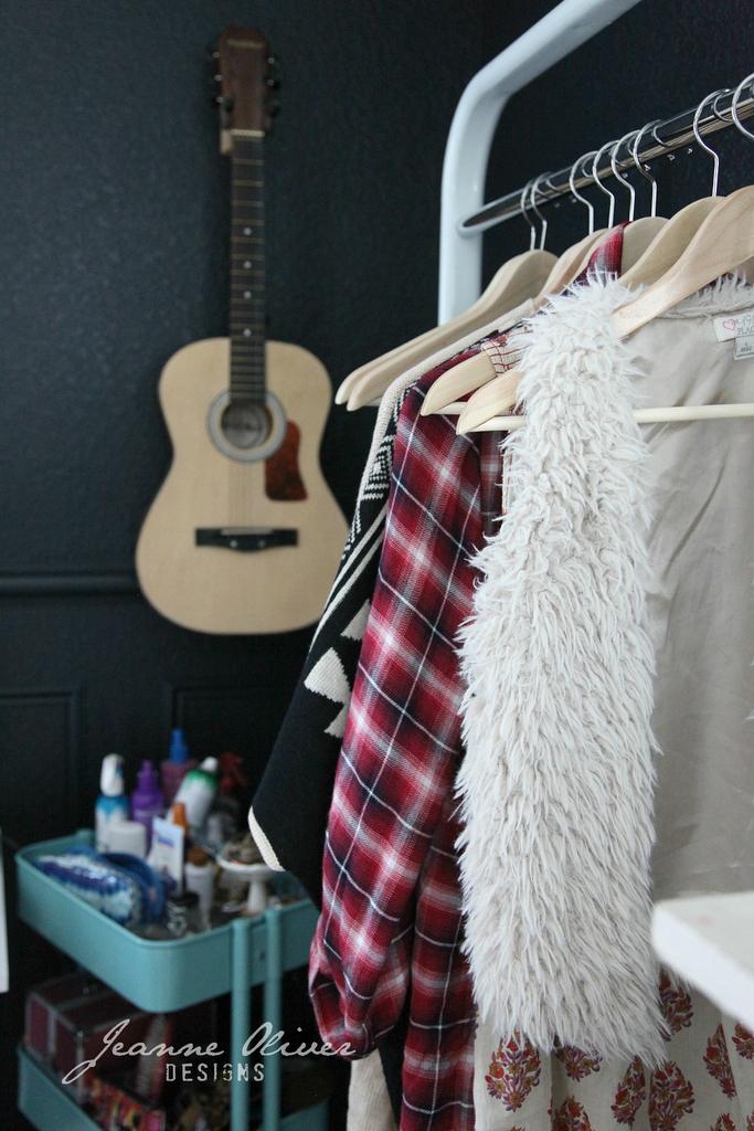 Amazing Teen Girl's Bedroom Makeover 19