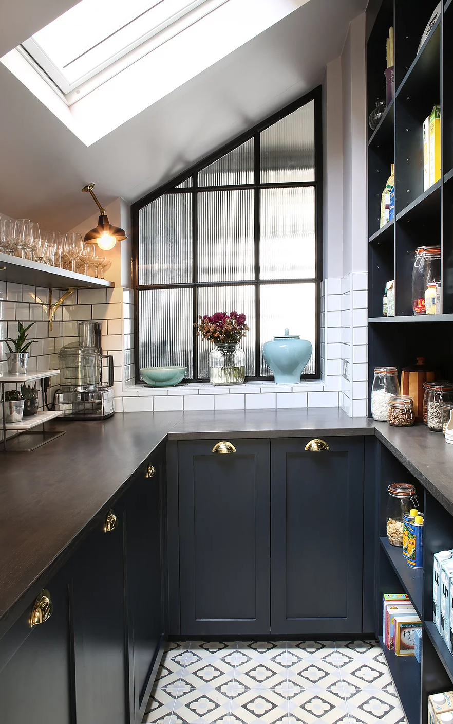 1553970809 199 amazing kitchen design with touches of gold - Amazing Kitchen Design With Touches Of Gold