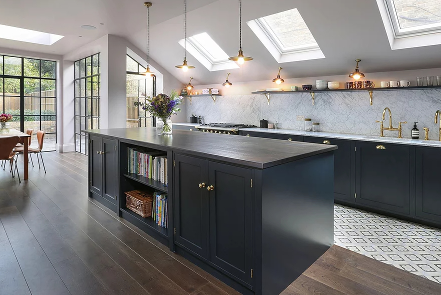 1553970809 371 amazing kitchen design with touches of gold - Amazing Kitchen Design With Touches Of Gold