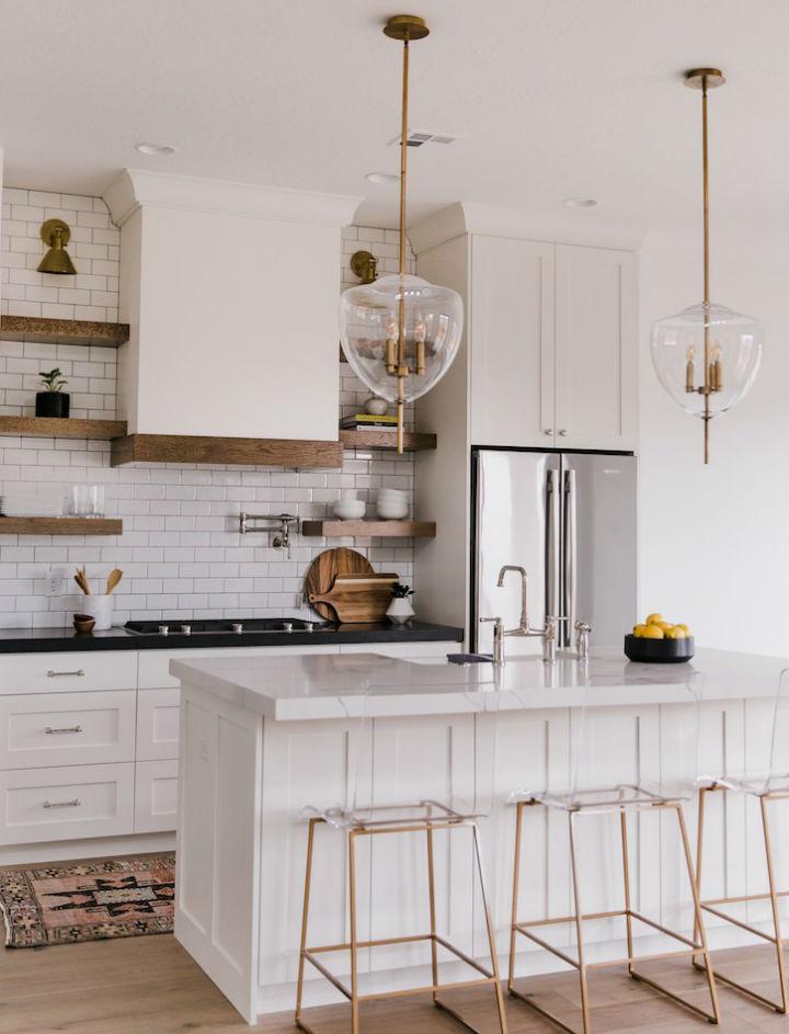 Clean and Elegant Kitchen Design 8