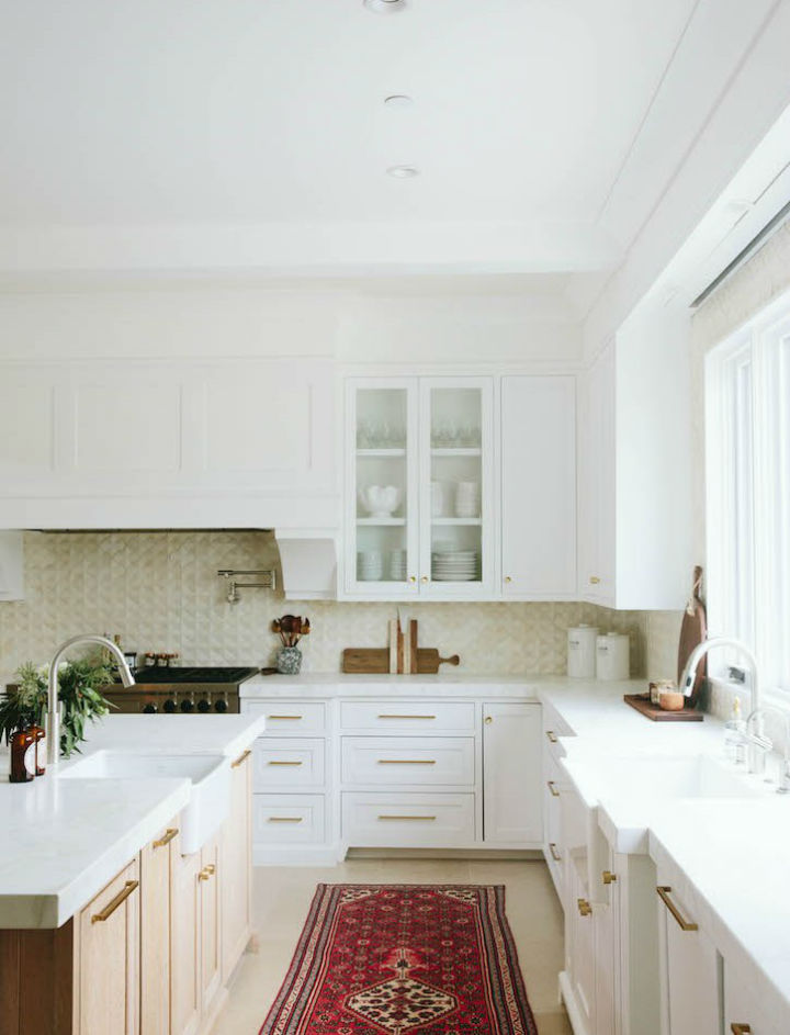 Clean and Elegant Kitchen Design 10