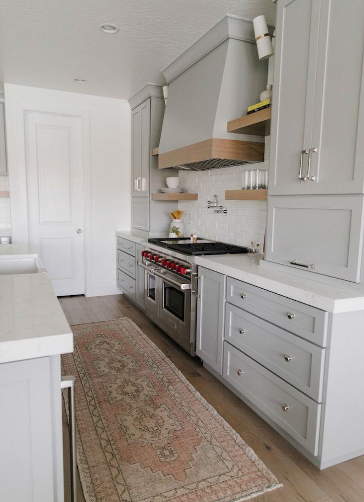 Clean and Elegant Kitchen Design 14