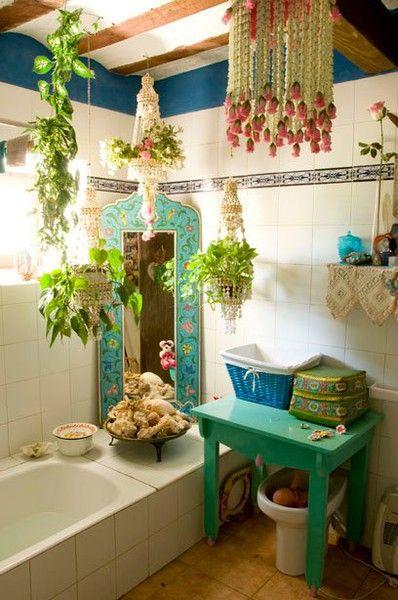 1553973207 694 20 bohemian bathroom ideas - 20 Bohemian Bathroom Ideas