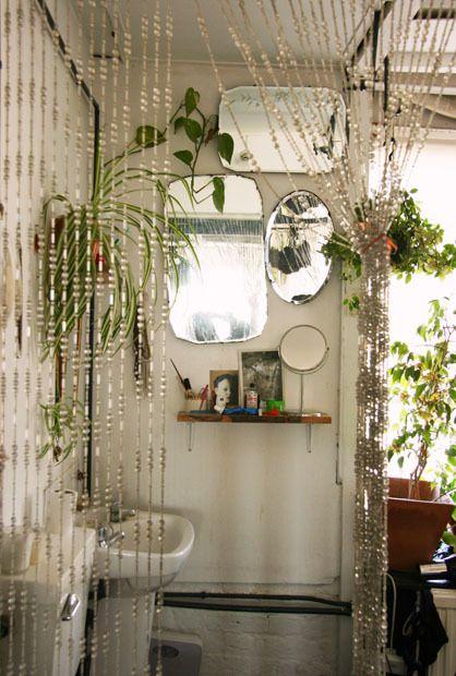 1553973207 84 20 bohemian bathroom ideas - 20 Bohemian Bathroom Ideas