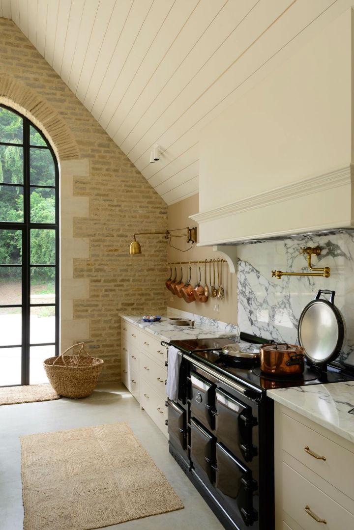 Classic English Kitchen Designs 9