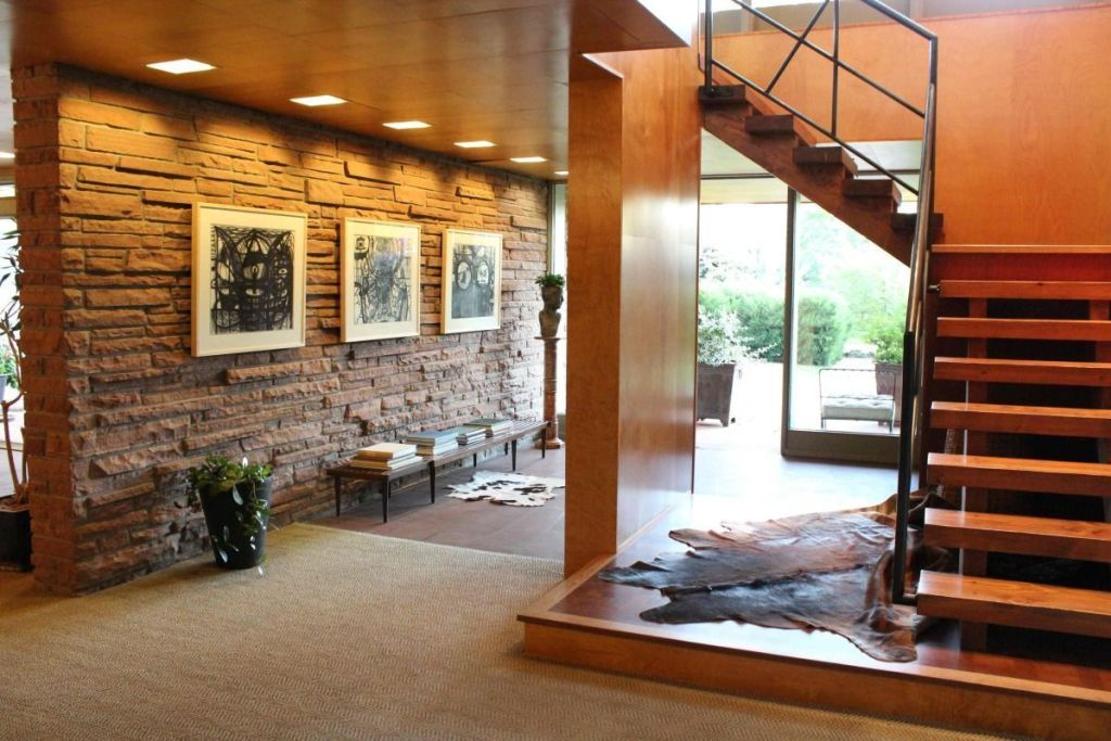 Under Staircase Decor Ideas 7 - 20+ Stylish Staircase Decorating Ideas