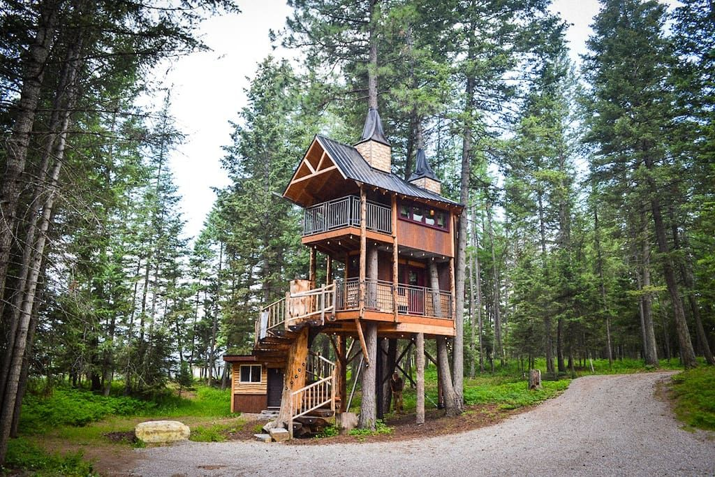 15 amazing treehouse rentals take you off the grid in style - 15 Amazing Treehouse Rentals Take You Off The Grid In Style