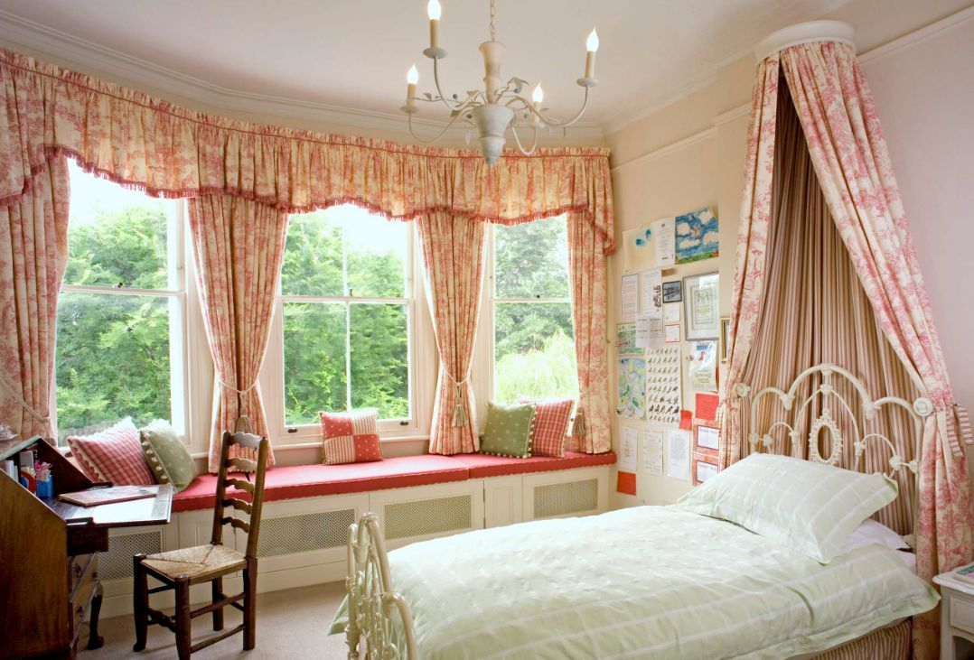 1556710909 211 make your windows the star of the room with these bedroom curtain ideas - Make your Windows the Star of the Room With These Bedroom Curtain Ideas