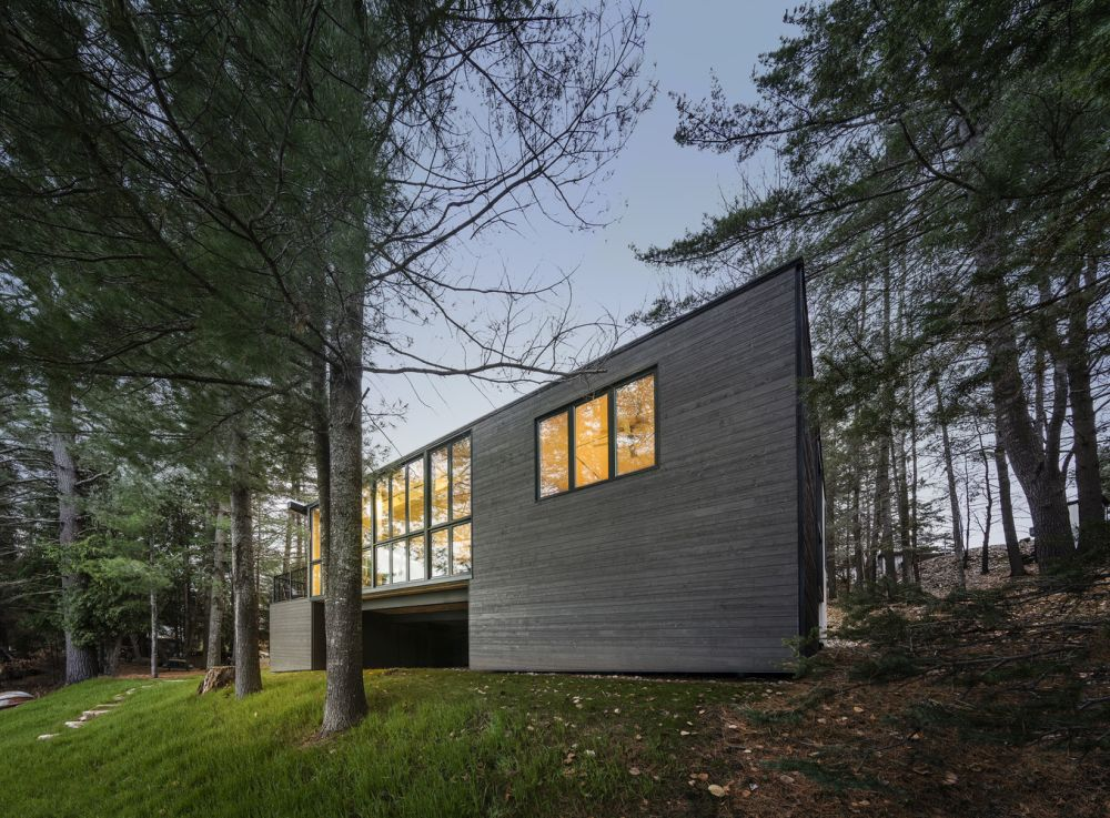 1556785096 594 houses with black cladding that are in harmony with their surroundings - Houses With Black Cladding That Are in Harmony With their Surroundings