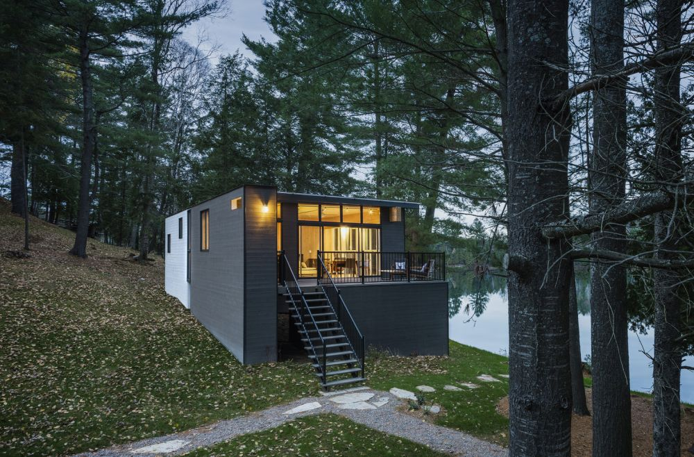 1556785096 776 houses with black cladding that are in harmony with their surroundings - Houses With Black Cladding That Are in Harmony With their Surroundings
