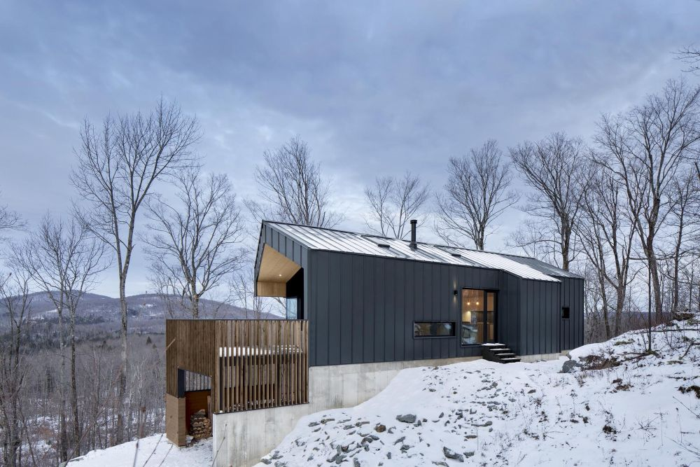 1556785097 202 houses with black cladding that are in harmony with their surroundings - Houses With Black Cladding That Are in Harmony With their Surroundings