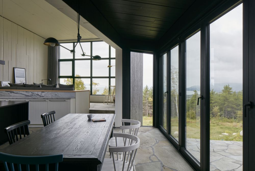 1556785097 506 houses with black cladding that are in harmony with their surroundings - Houses With Black Cladding That Are in Harmony With their Surroundings