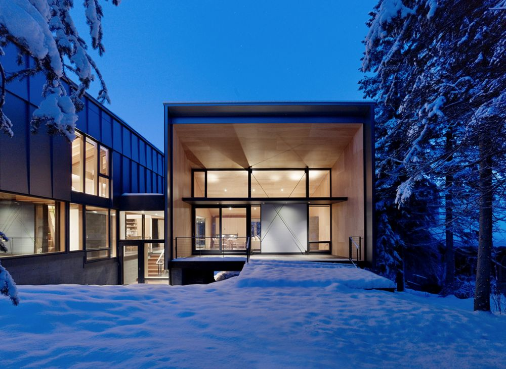 1556785097 698 houses with black cladding that are in harmony with their surroundings - Houses With Black Cladding That Are in Harmony With their Surroundings