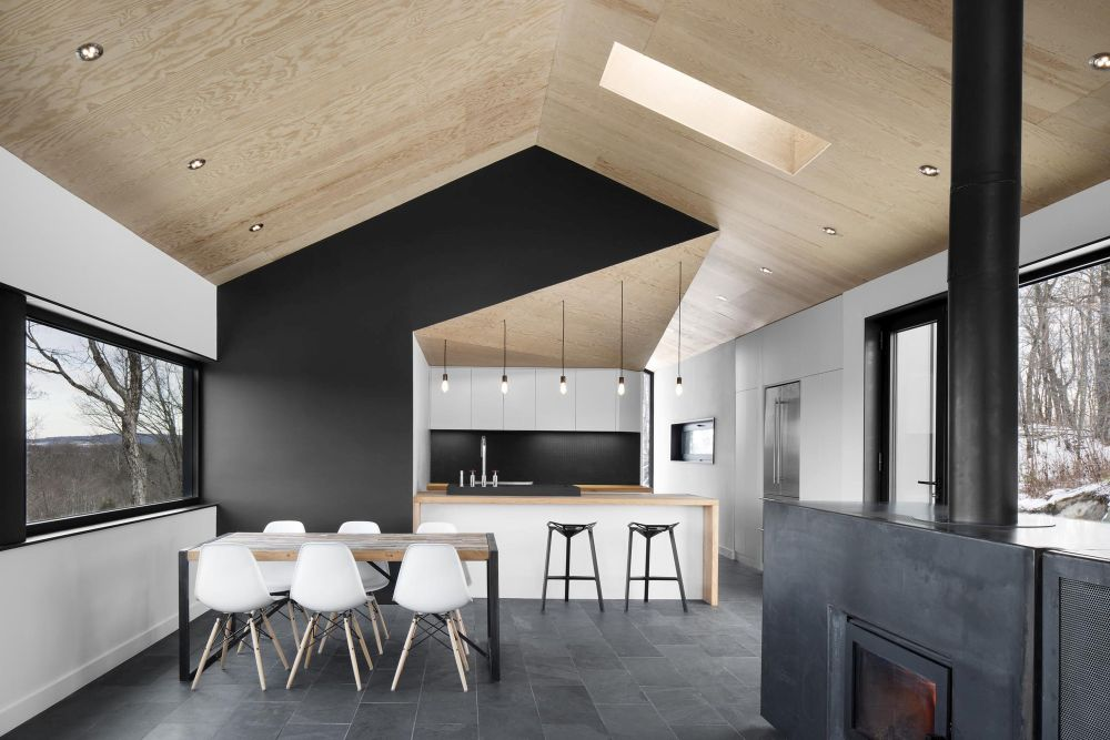 1556785097 791 houses with black cladding that are in harmony with their surroundings - Houses With Black Cladding That Are in Harmony With their Surroundings