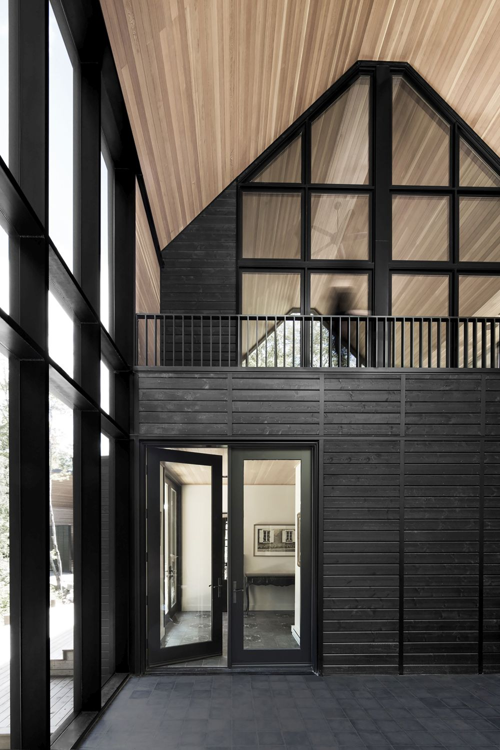 1556785098 125 houses with black cladding that are in harmony with their surroundings - Houses With Black Cladding That Are in Harmony With their Surroundings