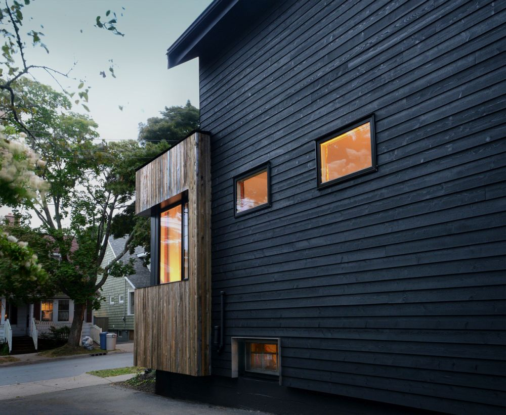 1556785098 150 houses with black cladding that are in harmony with their surroundings - Houses With Black Cladding That Are in Harmony With their Surroundings