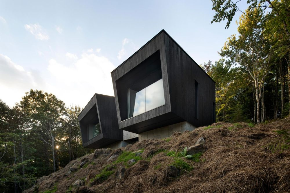 1556785098 154 houses with black cladding that are in harmony with their surroundings - Houses With Black Cladding That Are in Harmony With their Surroundings