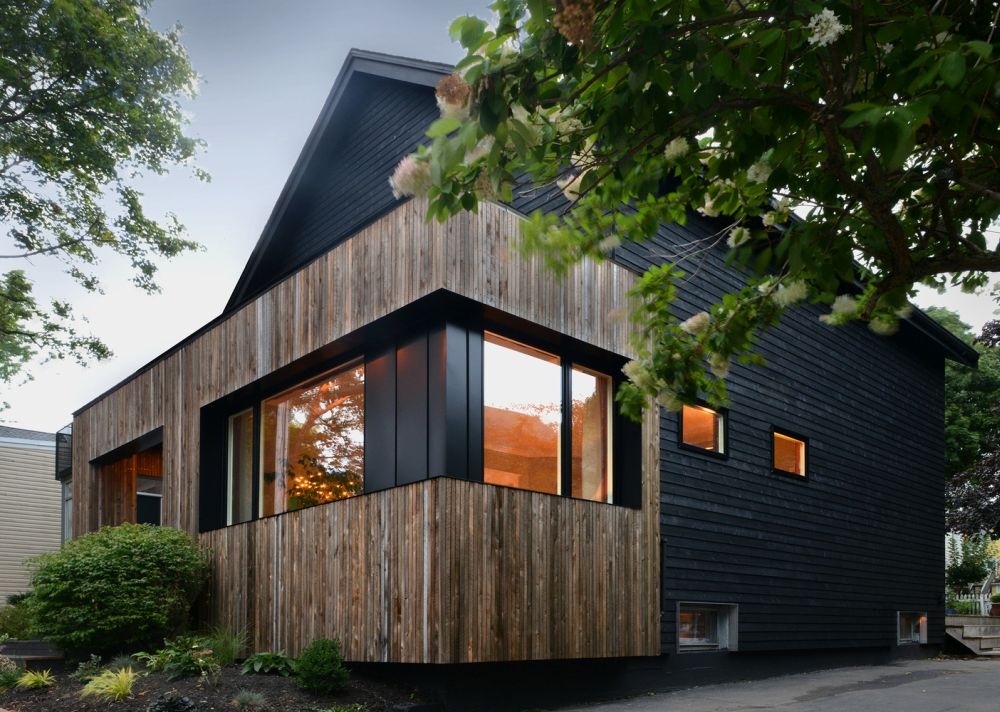 1556785098 228 houses with black cladding that are in harmony with their surroundings - Houses With Black Cladding That Are in Harmony With their Surroundings