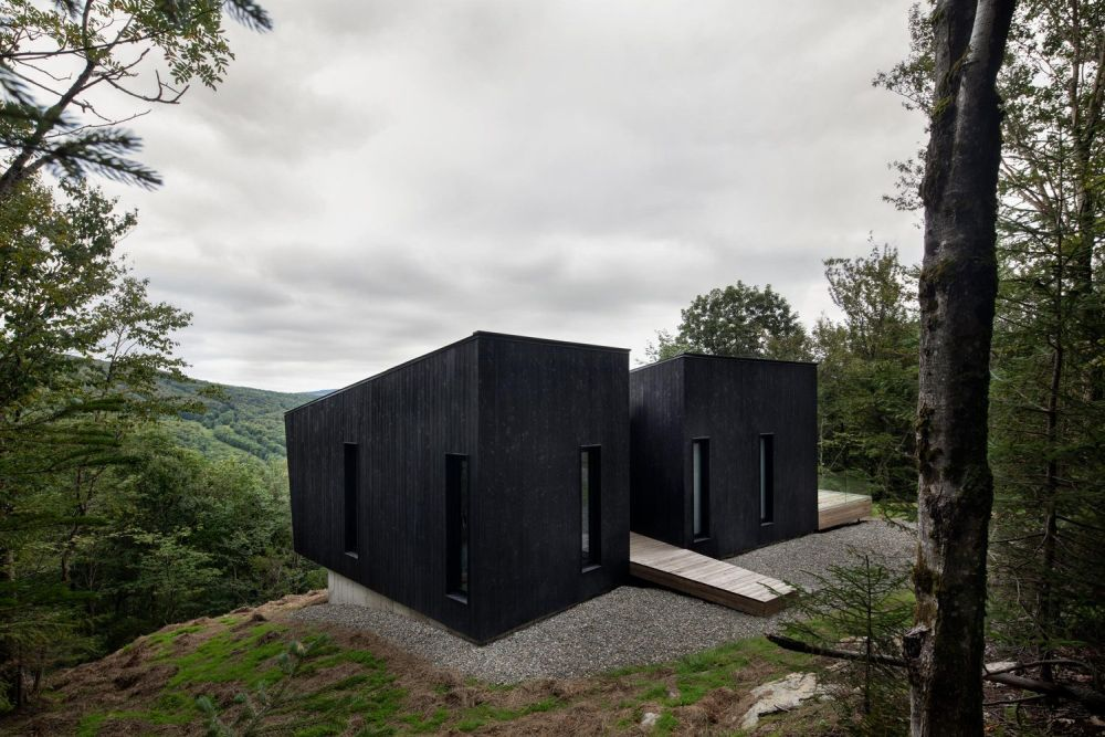 1556785098 386 houses with black cladding that are in harmony with their surroundings - Houses With Black Cladding That Are in Harmony With their Surroundings
