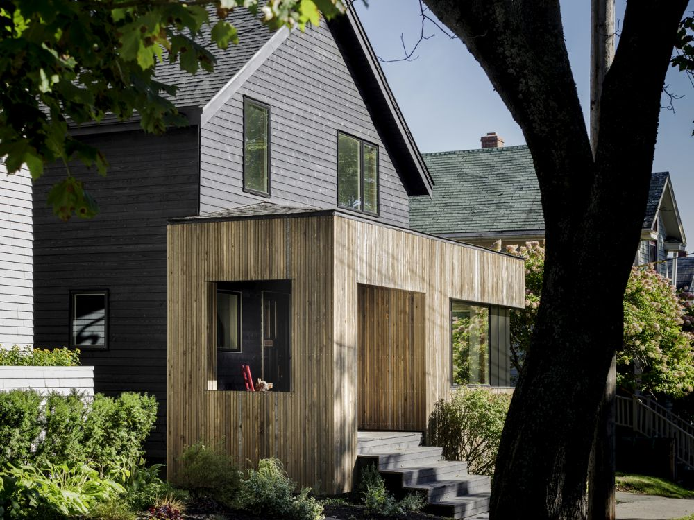1556785098 431 houses with black cladding that are in harmony with their surroundings - Houses With Black Cladding That Are in Harmony With their Surroundings