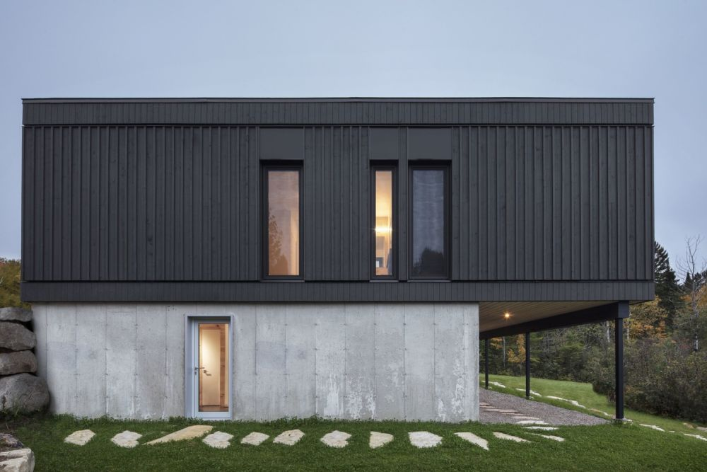 1556785098 595 houses with black cladding that are in harmony with their surroundings - Houses With Black Cladding That Are in Harmony With their Surroundings