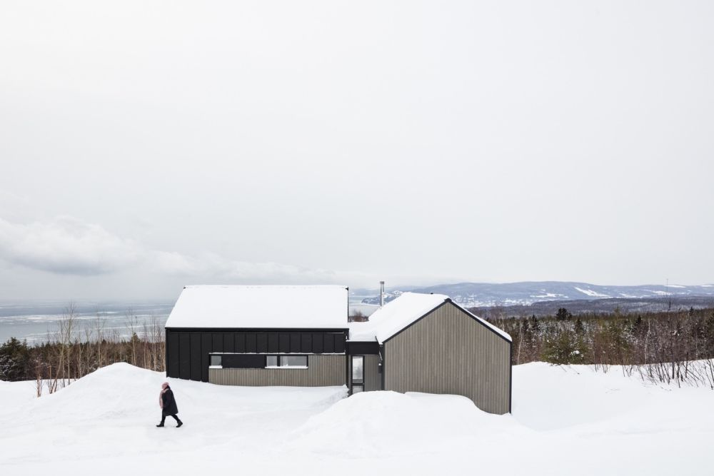 1556785098 662 houses with black cladding that are in harmony with their surroundings - Houses With Black Cladding That Are in Harmony With their Surroundings