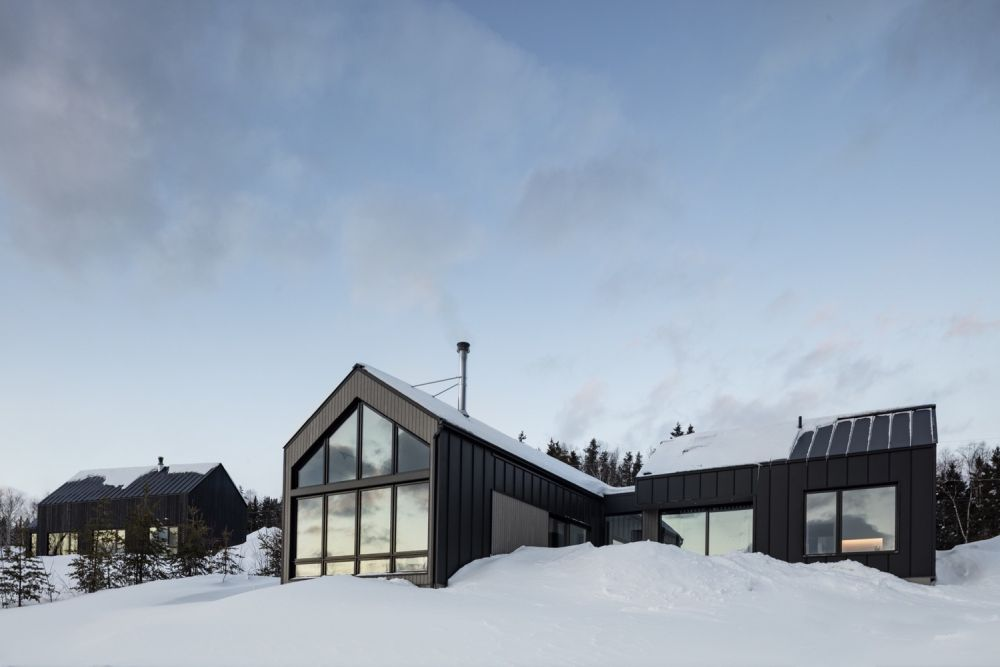 1556785098 839 houses with black cladding that are in harmony with their surroundings - Houses With Black Cladding That Are in Harmony With their Surroundings