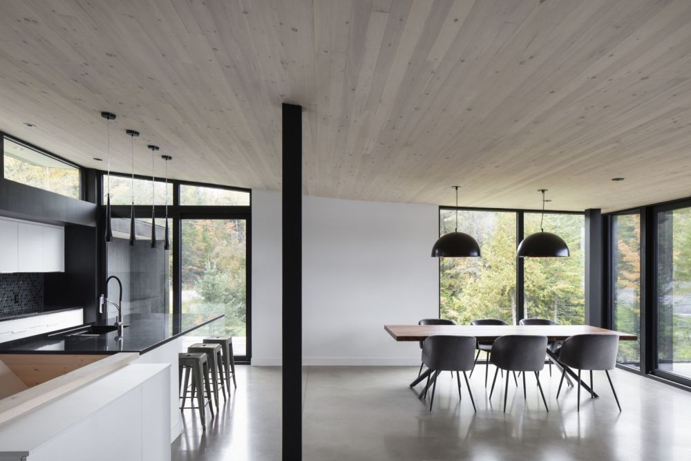 1556785098 861 houses with black cladding that are in harmony with their surroundings - Houses With Black Cladding That Are in Harmony With their Surroundings