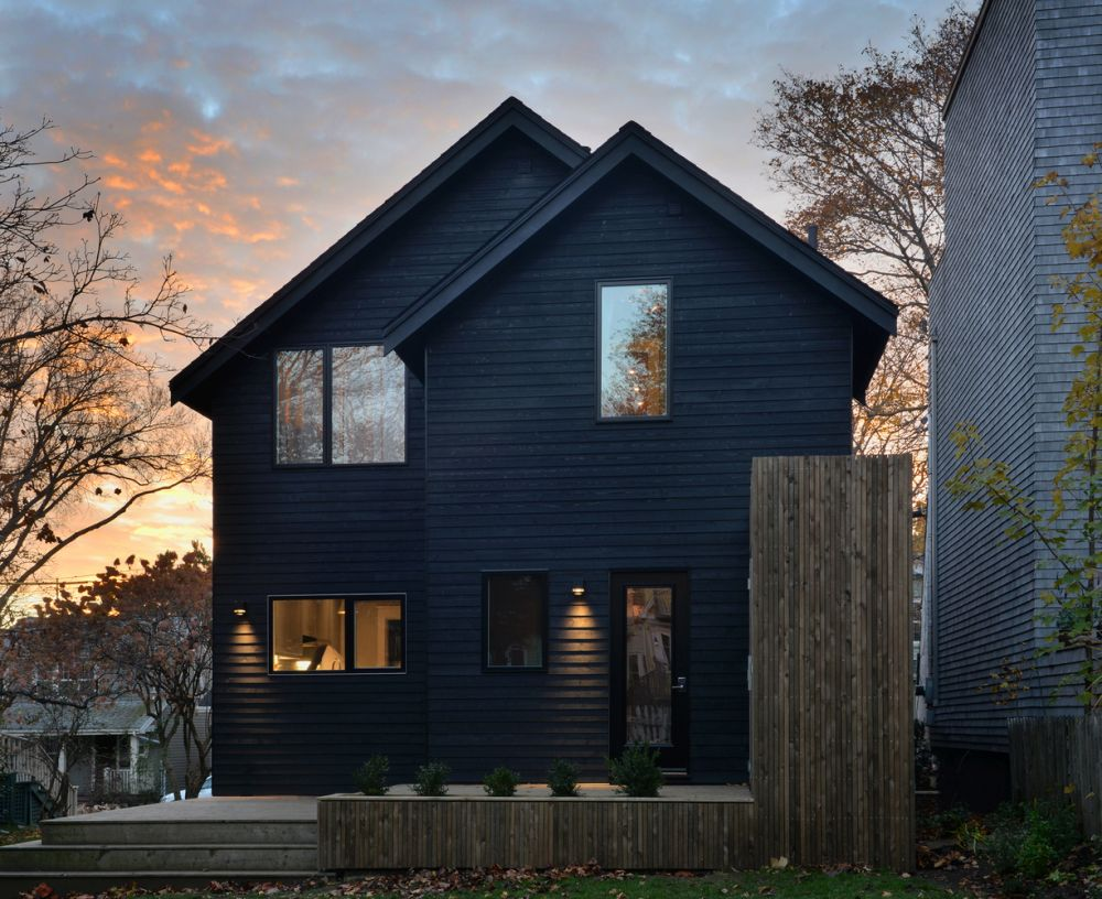 1556785098 949 houses with black cladding that are in harmony with their surroundings - Houses With Black Cladding That Are in Harmony With their Surroundings