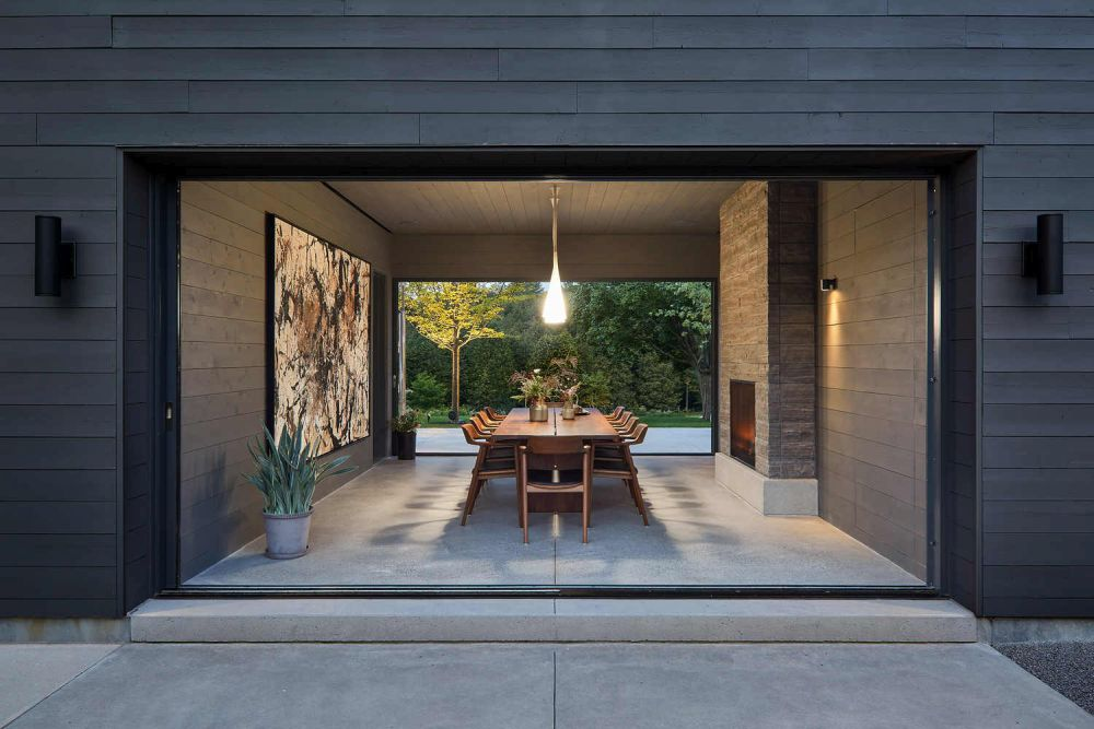 1556785099 298 houses with black cladding that are in harmony with their surroundings - Houses With Black Cladding That Are in Harmony With their Surroundings
