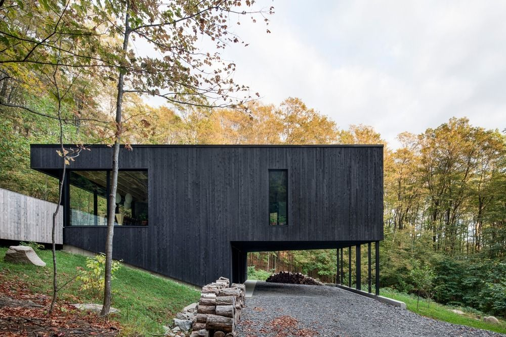 1556785099 704 houses with black cladding that are in harmony with their surroundings - Houses With Black Cladding That Are in Harmony With their Surroundings