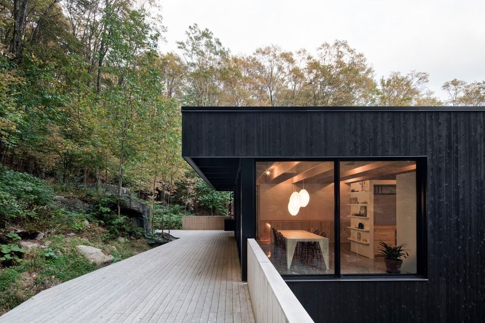 1556785099 734 houses with black cladding that are in harmony with their surroundings - Houses With Black Cladding That Are in Harmony With their Surroundings