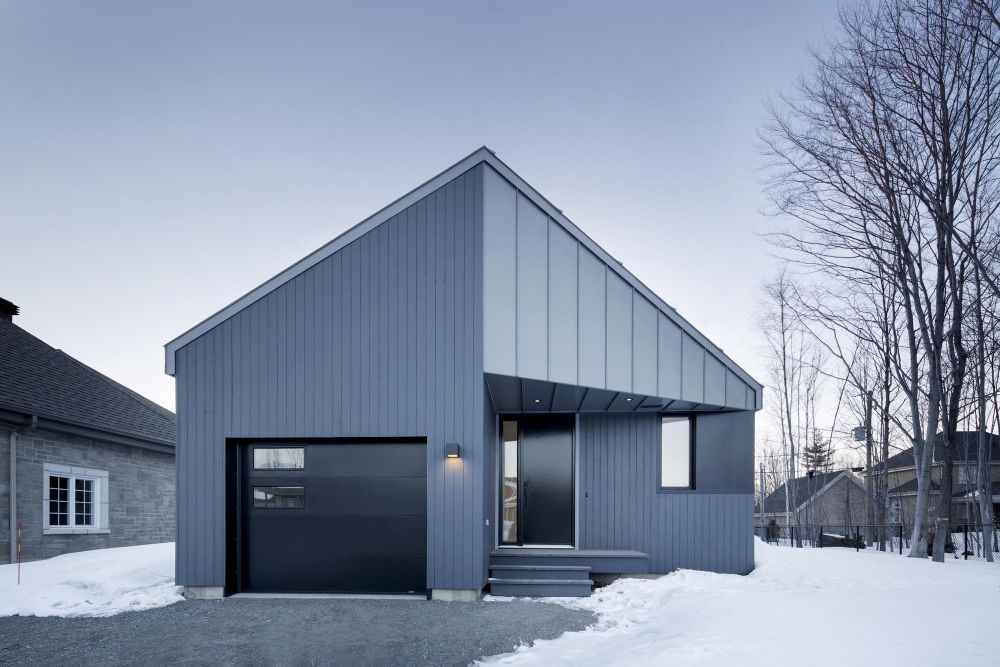 1556785102 27 houses with black cladding that are in harmony with their surroundings - Houses With Black Cladding That Are in Harmony With their Surroundings