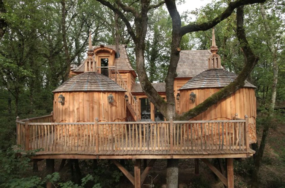1556876277 285 15 amazing treehouse rentals take you off the grid in style - 15 Amazing Treehouse Rentals Take You Off The Grid In Style