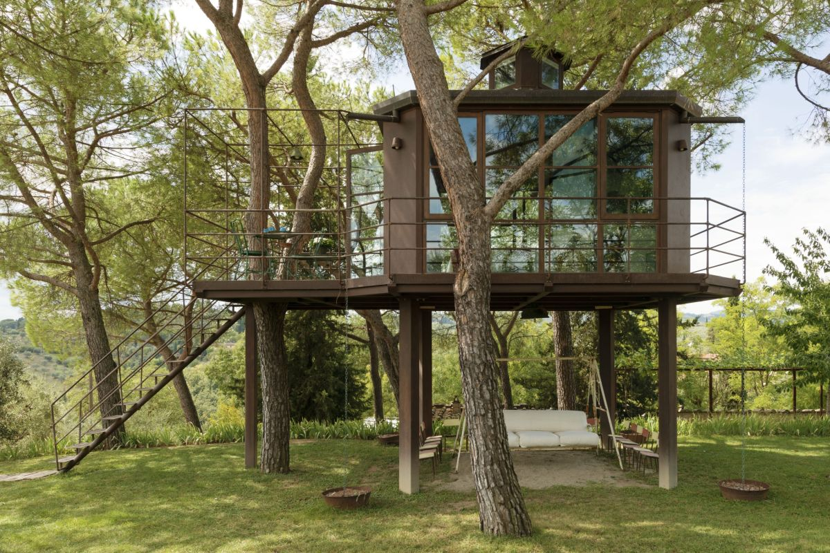 1556876277 2 15 amazing treehouse rentals take you off the grid in style - 15 Amazing Treehouse Rentals Take You Off The Grid In Style