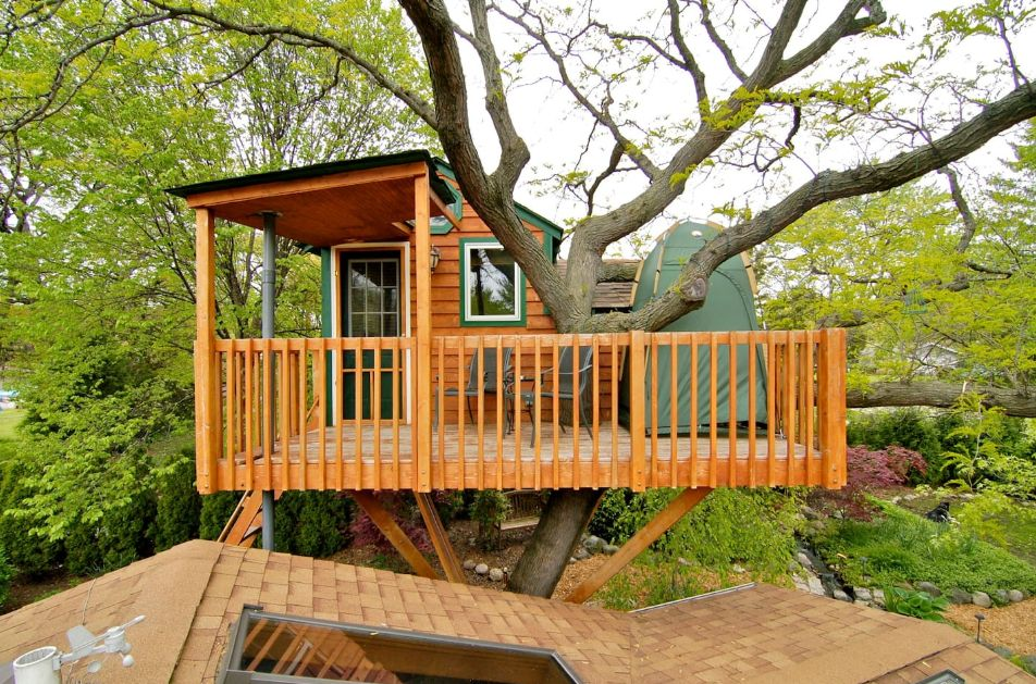 1556876277 334 15 amazing treehouse rentals take you off the grid in style - 15 Amazing Treehouse Rentals Take You Off The Grid In Style