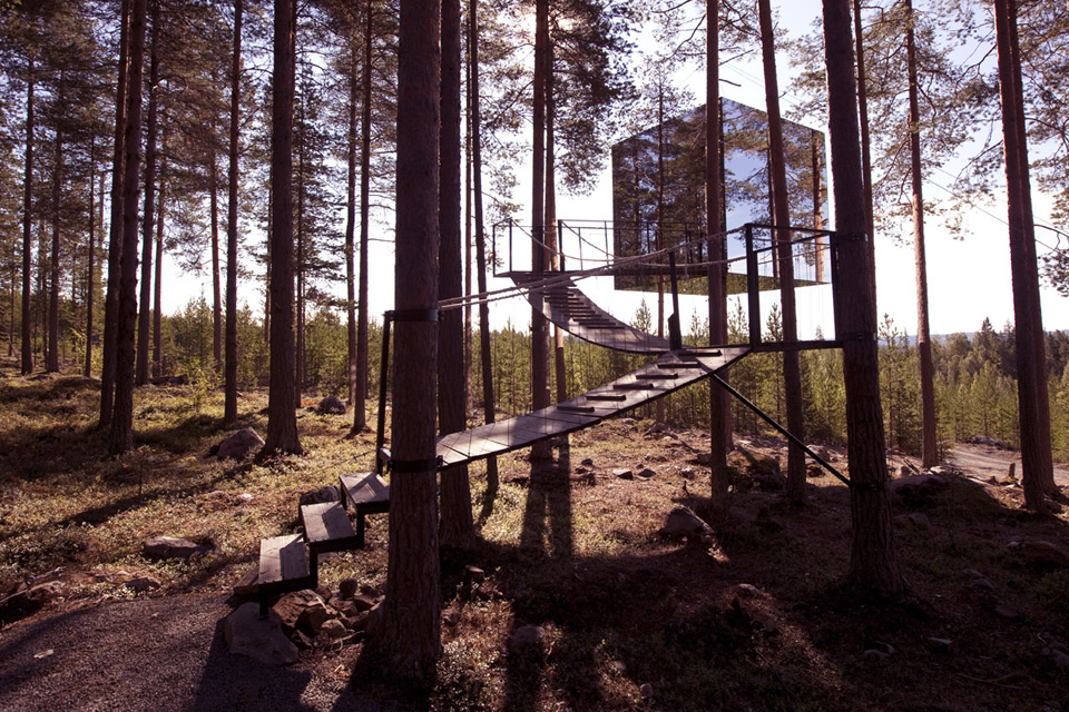 1556876277 385 15 amazing treehouse rentals take you off the grid in style - 15 Amazing Treehouse Rentals Take You Off The Grid In Style