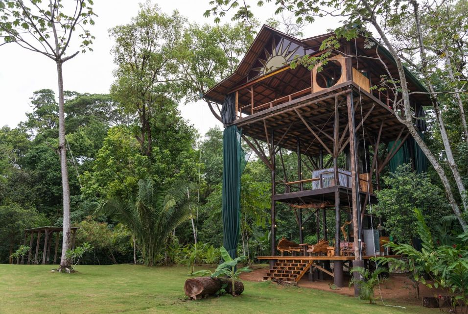 1556876277 975 15 amazing treehouse rentals take you off the grid in style - 15 Amazing Treehouse Rentals Take You Off The Grid In Style