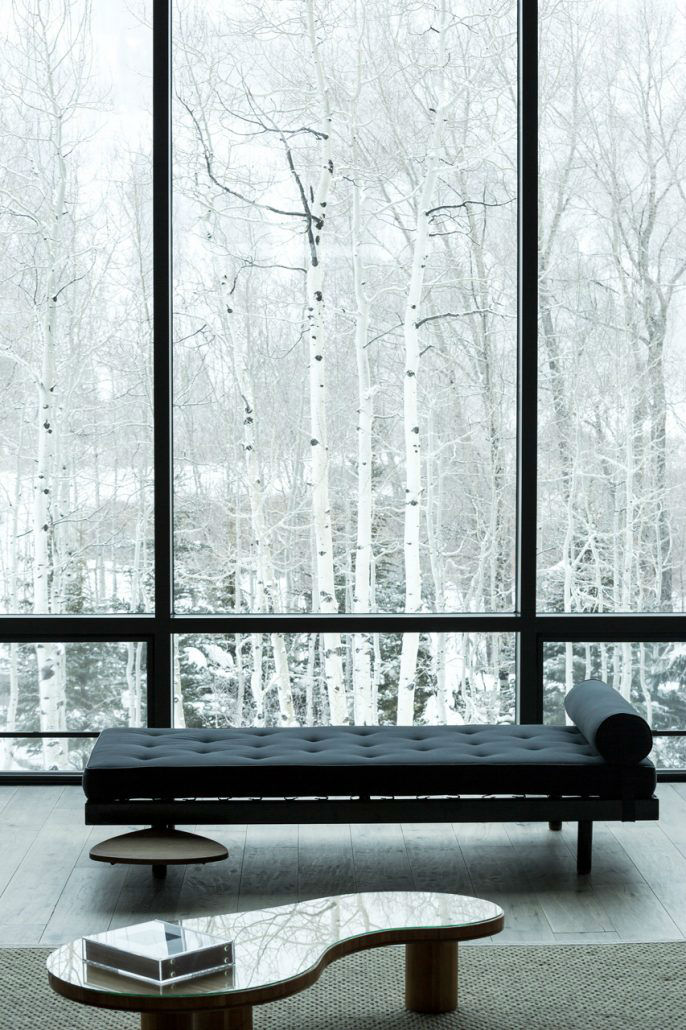 Between Contemporary and Classical Interior 15