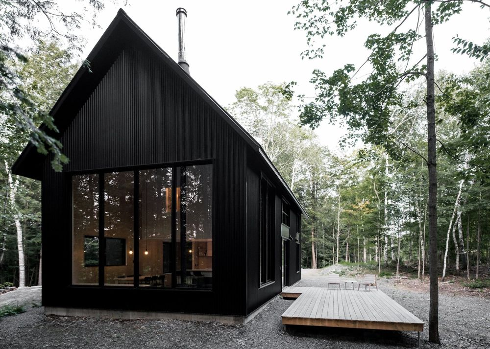 1558093045 746 25 houses that will make you want to paint yours black too - 25 Houses That will Make You Want to Paint Yours Black Too
