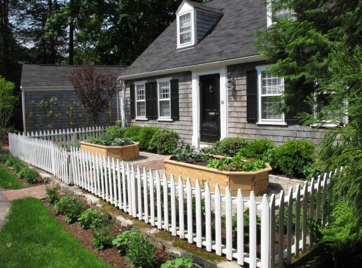 1558429821 446 beyond the white picket fence designs and styles to consider - Beyond The White Picket Fence – Designs And Styles To Consider