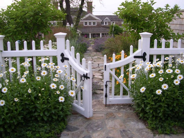 1558429821 46 beyond the white picket fence designs and styles to consider - Beyond The White Picket Fence – Designs And Styles To Consider