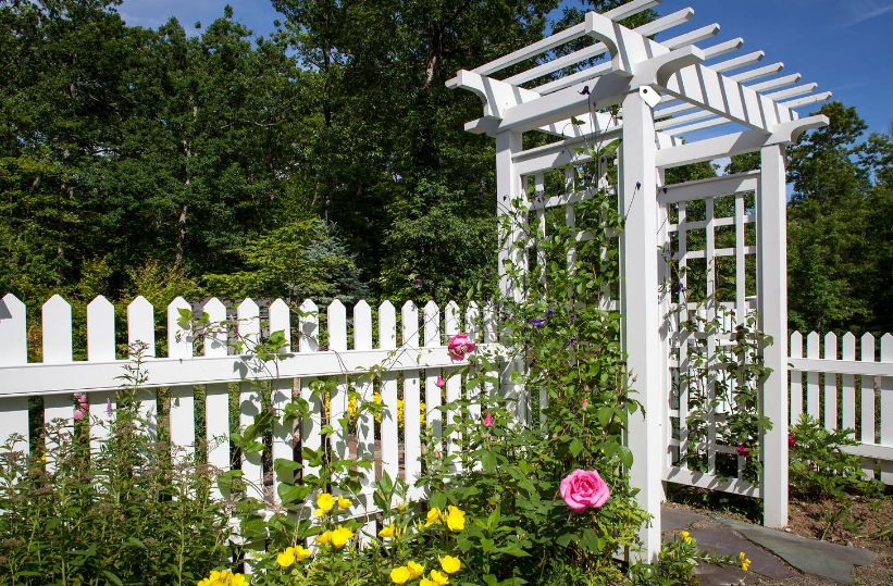 1558429821 799 beyond the white picket fence designs and styles to consider - Beyond The White Picket Fence – Designs And Styles To Consider