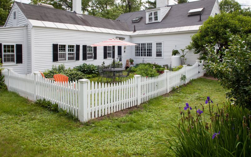 1558429821 840 beyond the white picket fence designs and styles to consider - Beyond The White Picket Fence – Designs And Styles To Consider