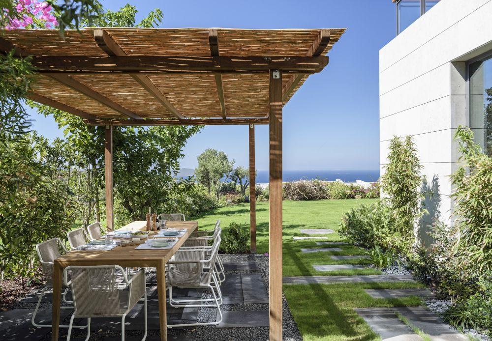 1558698437 111 create a beautiful backyard that makes relaxing stylish and comfortable - Create a Beautiful Backyard That Makes Relaxing Stylish and Comfortable
