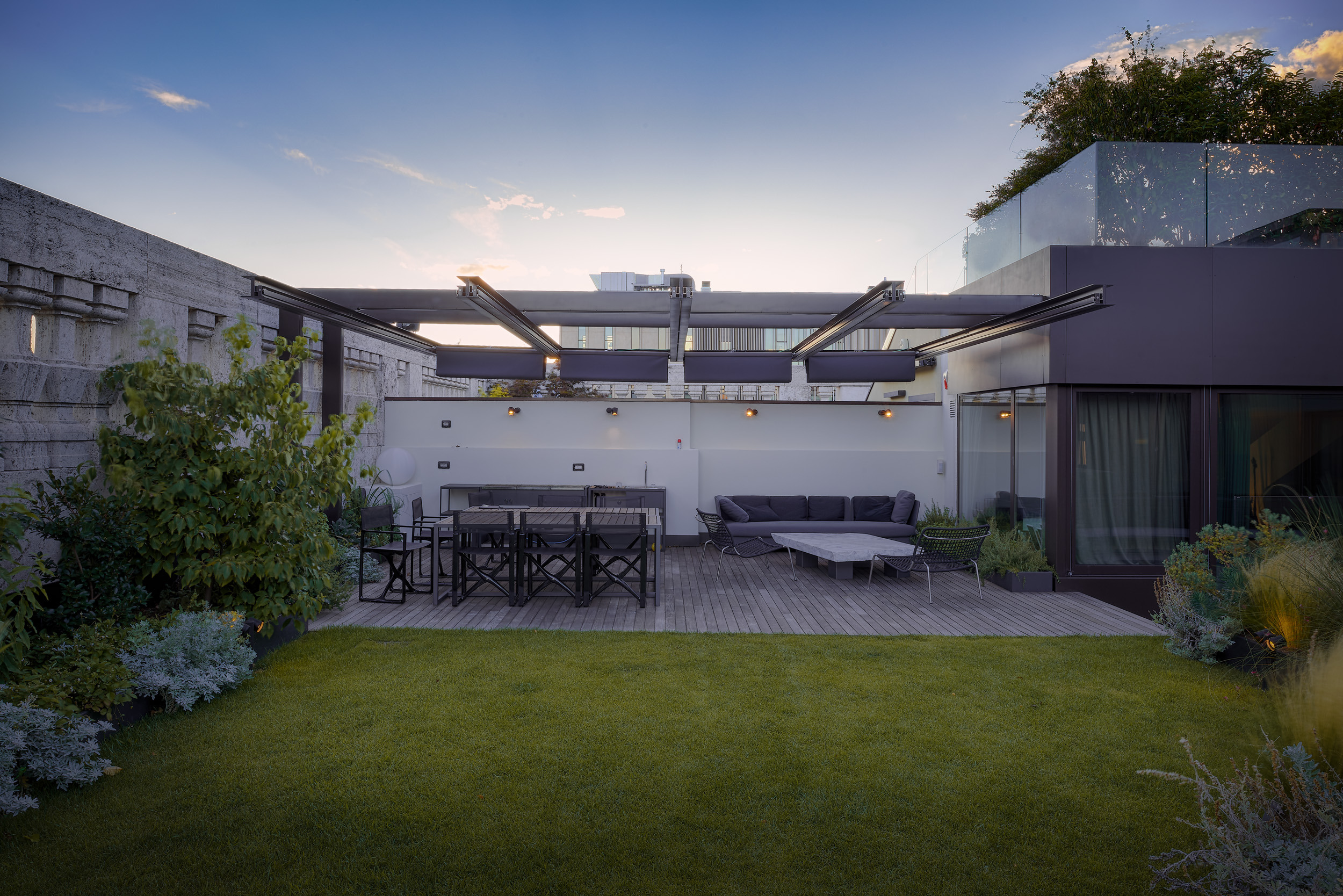 1558698437 194 create a beautiful backyard that makes relaxing stylish and comfortable - Create a Beautiful Backyard That Makes Relaxing Stylish and Comfortable