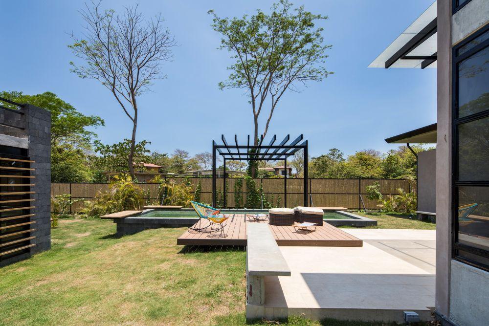 1558698437 5 create a beautiful backyard that makes relaxing stylish and comfortable - Create a Beautiful Backyard That Makes Relaxing Stylish and Comfortable