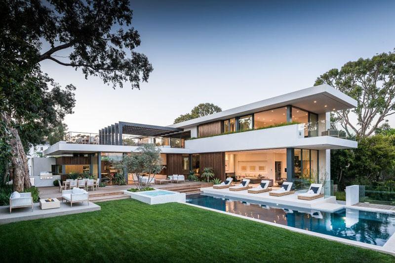 1558698437 727 create a beautiful backyard that makes relaxing stylish and comfortable - Create a Beautiful Backyard That Makes Relaxing Stylish and Comfortable